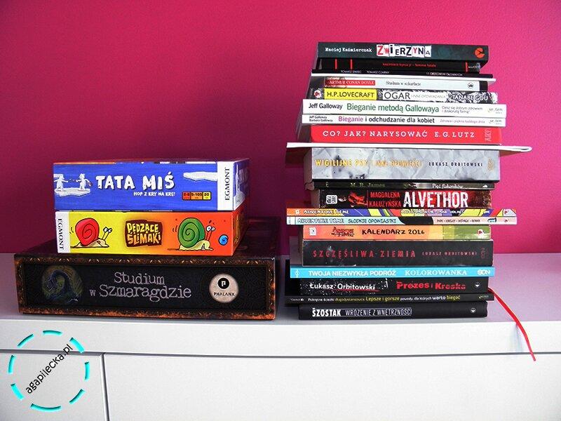 stos książek i gier